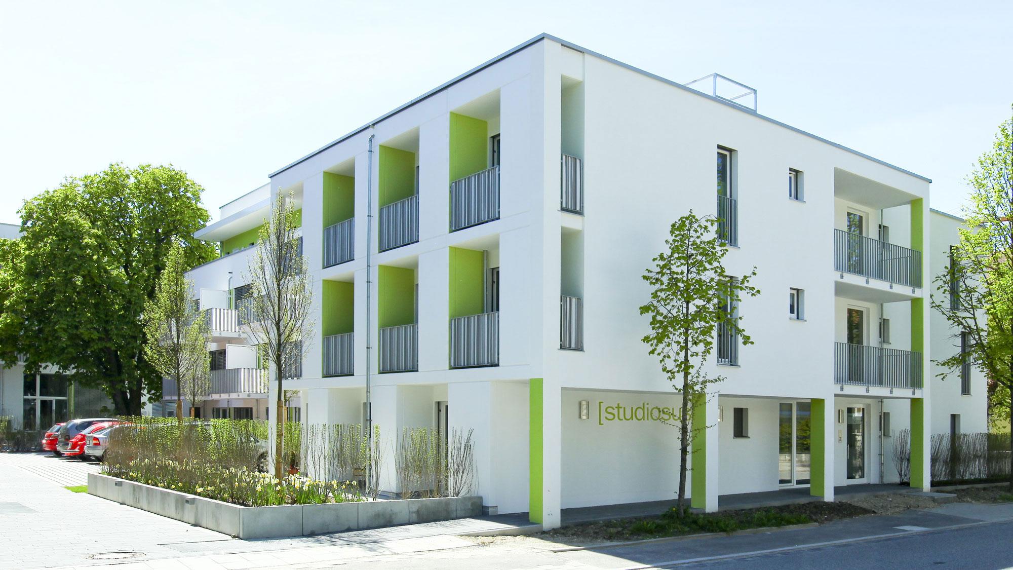 Neubauprojekt studiosus 2 - Außenansicht der Wohnanlage mit modernen Studentenwohnungen am fürstlichen Schlosspark in Regensburg