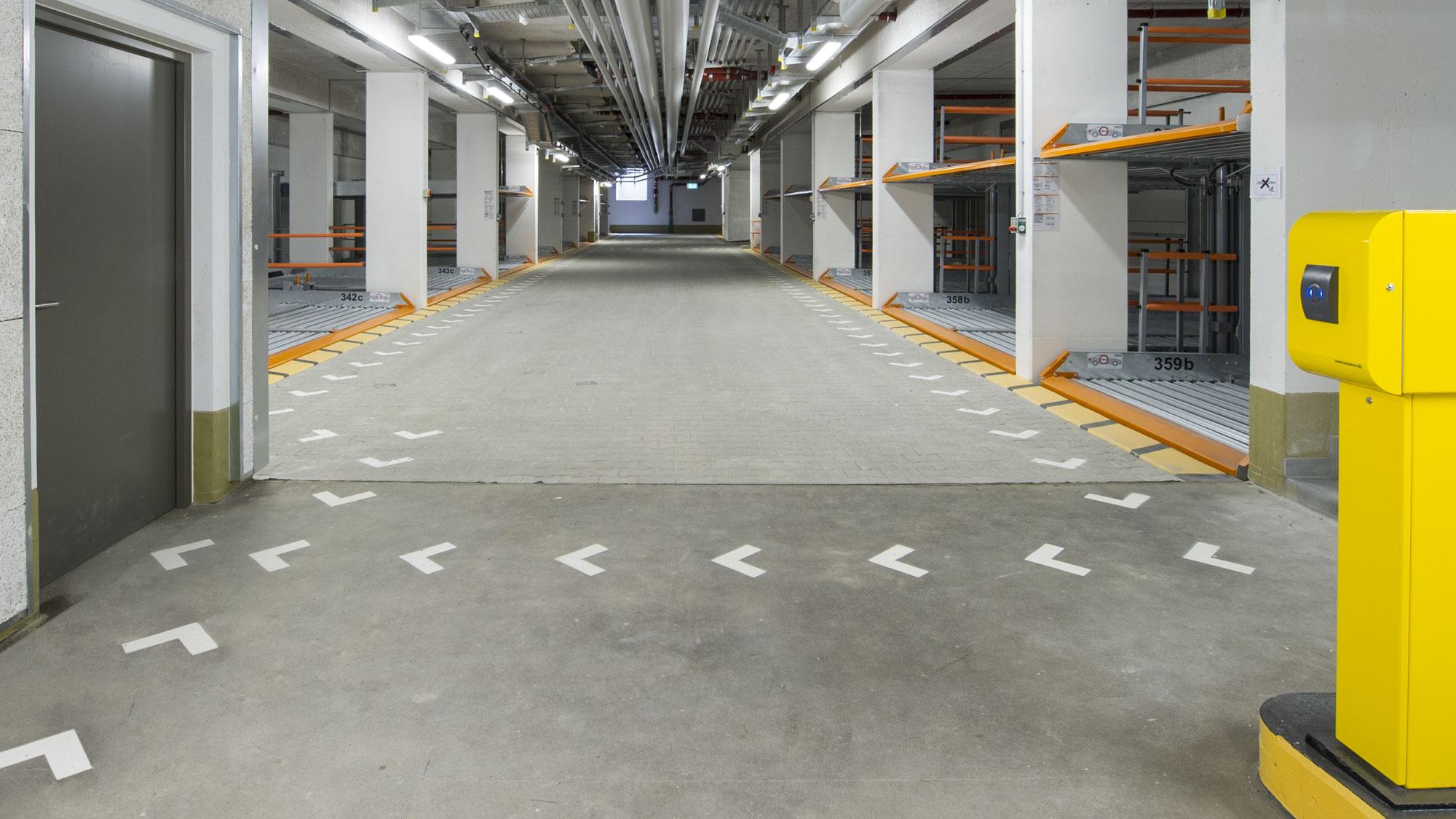 studiosus-4: Tiefgarage mit Doppelparkern